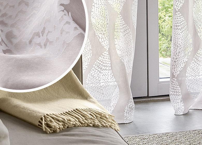 individuell gefertigte gardine mit raffiniertem muster von. Black Bedroom Furniture Sets. Home Design Ideas